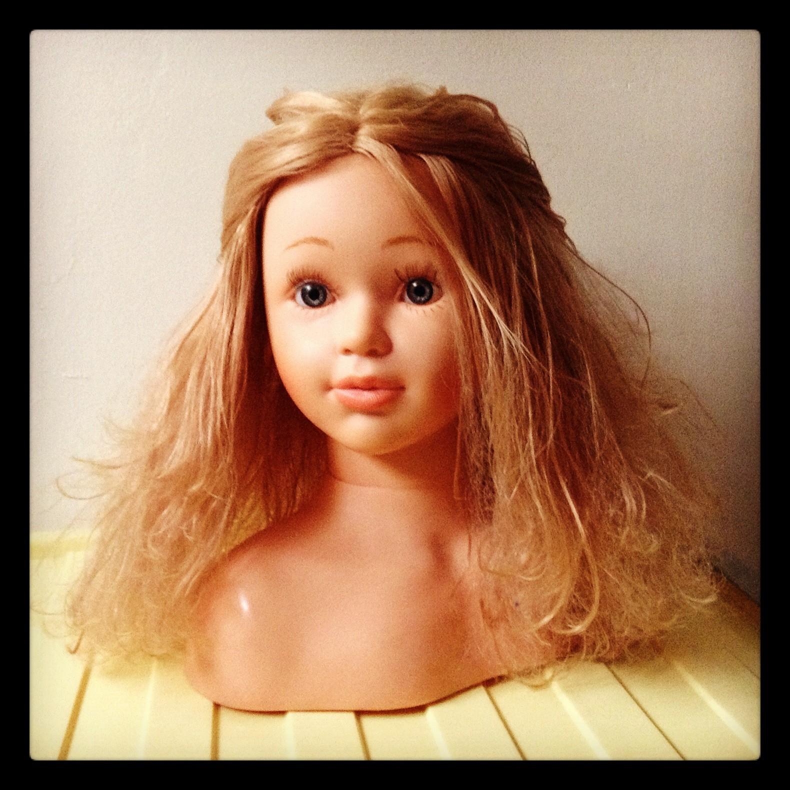 demeler cheveux tete à coiffer