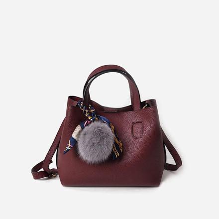 sac à main avec pompon